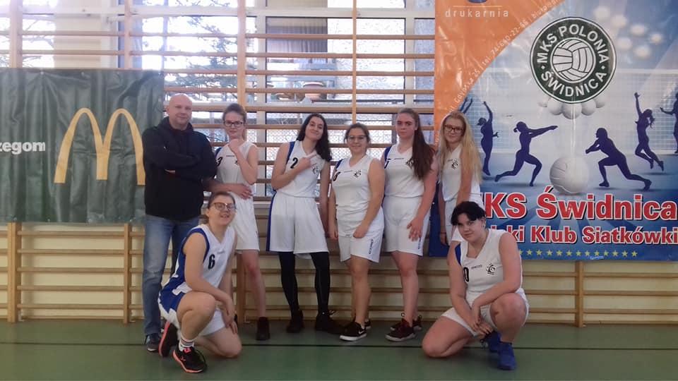 Zawody koszykówki dziewcząt