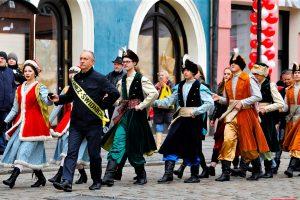 Maturzyści zatańczyli na świdnickim rynku